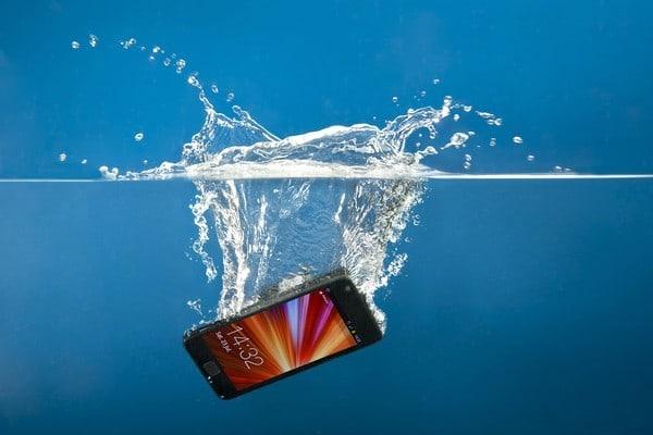 Если мобильный упал в воду